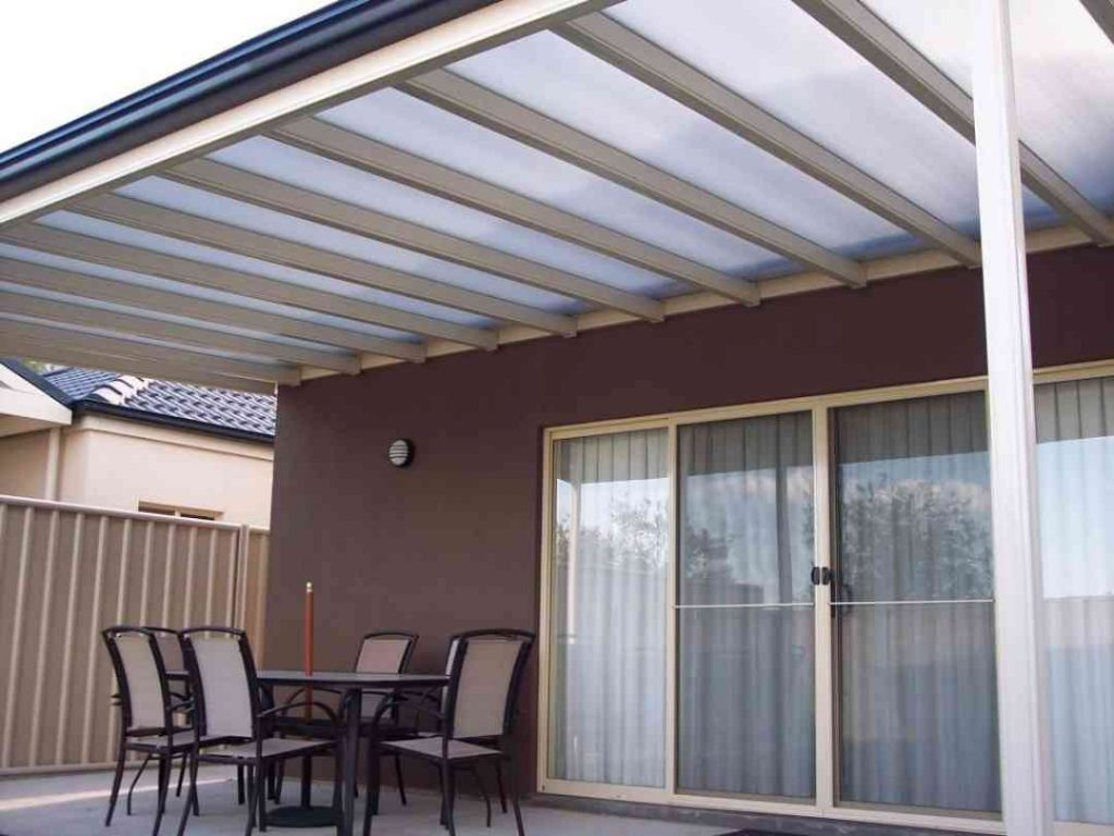 roof made of polycarbonate sheeting